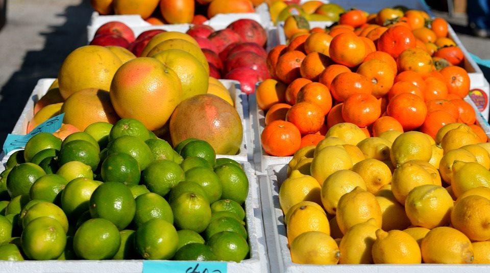 Bị sỏi tiết niệu nên ăn nhiều hoa quả có chứa citrate như bưởi, cam, chanh, quýt